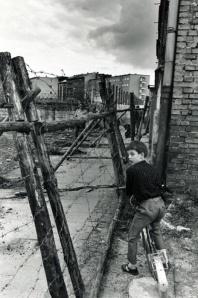 Leonard Freed: Boy at the Berlin Wall, Berlin, W.Germany, 1965